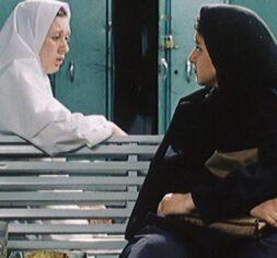 Pari (Fereshteh Sadre Orafaiy) asks for a desperate favor from her former cellmate, Nurse Elham (Elham Saboktakin) in Jafar Panahi's
