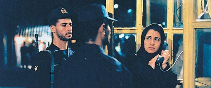 Pari (Fereshteh Sadre Orafee) has an unexpected encounter with policemen in Jafar Panahi's